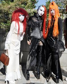 Gothic-girls-at-Harajuku