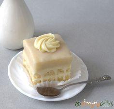 Amandine albe de cofetarie Romanian Desserts, Romanian Food, Romanian Recipes, Delicious Desserts, Yummy Food, Fondant, Tiramisu Cake, Pastry Cake, Sweet Cakes