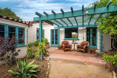 love this color on the pergola---Open House Obsession: The Perfect Santa Barbara Bungalow Spanish Bungalow, Spanish Style Homes, Spanish Revival, Spanish House, Spanish Colonial, Spanish Backyard, Architectural Digest, Interior Exterior, Exterior Paint