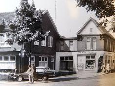 Links café/zaal de Klok en rechts Kellendonk