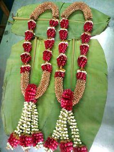 Indian Wedding Flowers, Flower Garland Wedding, Rose Petals Wedding, Red Rose Wedding, Rose Garland, Diy Garland, Floral Garland, Flower Garlands, Desi Wedding Decor