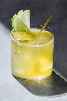 Gin Based Cocktails, Refreshing Cocktails, Apple Business, Shaken Not Stirred, Beverages, Drinks, Apple Slices, Cocktail Recipes, Liquor