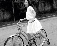 Celebrity Bike Style with Erin Daniels