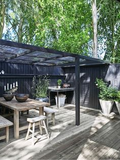 Boliggalleri: Uformelt fristed i sommerlandet Outdoor Life, Outdoor Rooms, Outdoor Living, Outdoor Decor, Pergola Patio, Backyard Landscaping, Back Gardens, Outdoor Gardens, Patio Design