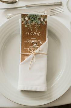 Como conseguir uma refeição económica e deliciosa para o dia C? Wedding Art, Wedding Menu, Wedding Vows, Wedding Table, Rustic Wedding, Wedding Reception, Wedding Invitations, Wedding Souvenir, Wedding Makeup