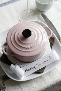 Love this baby pink Le Creuset Kitchen Interior, Kitchen Design, Le Creuset Cookware, Wedding Decor, Cocinas Kitchen, I Believe In Pink, Creature Comforts, Everything Pink, Decoration Table