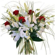 Букет из лилий, роз и эустомы «Лучи счастья»