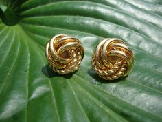 gold knot earrings - starting to want these bad.  Anniversary gift?? :-)