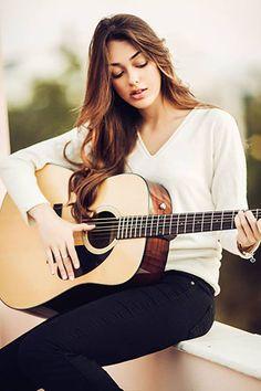dilan çiçek deniz - Pesquisa Google Stoner Rock, Hard Rock, Heavy Metal, New Wave, Beauty Pageant, Turkish Actors, Beautiful People, Music Instruments, Singer