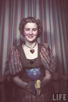 Portraits of Eva Braun - longtime companion and eventual (though only briefly) wife of Nazi dictator Adolf Hitler, late Photos by Hugo Jaeger Ww2 History, World History, Colorized History, History Pics, Indira Ghandi, Historia Universal, August Sander, Jamel, The Third Reich