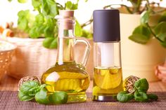 Sesame Oil Avocado Oil or Grapeseed Oil Grass-Fed Butter Coconut Oil Macadamia Nut Oil Cooking With Olive Oil, Cooking Oil, Healthy Oils, Healthy Cooking, Healthy Sauces, Healthy Recipes, Clean Eating Diet, Healthy Eating, Eating Well