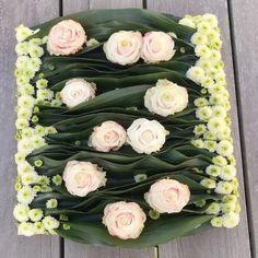 Deco Floral, Floral Design, Art Floral, Flower Boxes, Flowers, Creative Flower Arrangements, Funeral Arrangements, Diy Wreath, Floral Bouquets