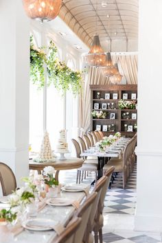 how-to-host-bridal-shower http://itgirlweddings.com/tips-for-creating-a-photo-worthy-bridal-shower/