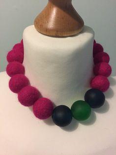 Collar de bolas de fieltro rosa brillante fieltro por NineAngels