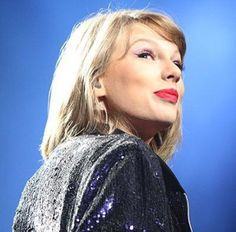 """Taylor Swift singing """"Welcome To New York"""" at the 1989 Tour in Columbus, Ohio at the Nationwide Arena Night 2"""
