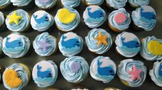 Chloe is having her 7th birthday party at a pool and what better than to have whales and sea shells on her cupcakes!! Happy Birthday Chloe! Chocolate cupcakes with a strawberry filling and vanilla cupcakes with an Oreo filling.