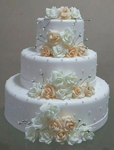 3 Things You Should Know About Wedding Cake Toppers Amazing Wedding Cakes, White Wedding Cakes, Elegant Wedding Cakes, Wedding Cake Designs, Wedding Cake Toppers, Gorgeous Cakes, Pretty Cakes, Bolo Fake Eva, Bolo Fack