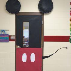 26 ideas disney classroom door kids for 2019 Mickey Mouse Classroom, Disney Classroom, Classroom Door, Classroom Design, Preschool Classroom, Classroom Themes, Kindergarten, Class Door, School Door Decorations