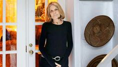 "Gloria Steinem poses for a picture at her home in New York. Steinem's latest book, ""My Life on the Road (Foto: Seth Wenig/AP) Gloria Steinem, Katie Couric, Feminist Icons, Breitbart News, Campaign Manager, News Anchor, Yahoo News, Global News, Latest Books"