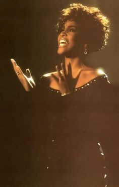 Whitney Elizabeth Houston Beverly Hills, Whitney Houston Pictures, Divas Pop, Beautiful Voice, African American Women, Star Wars, Female Singers, Beautiful Black Women, American Singers