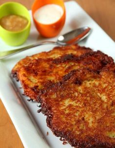 Grumbeerpannekuche/ German Potato Pancakes * 1 kg ( 2 lbs) starchy potatoes * 1 big onion * Parsley, chopped (optional) * 2 eggs * 1 tablespoon flour * salt, pepper and nutmeg * vegetable oil for frying Potato Dishes, Potato Recipes, German Potato Pancakes, Crepes, Waffles, German Potatoes, Mashed Potatoes, Good Food, Yummy Food