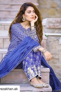 Ayeza Khan is constantly keeping herself busy, she loves doing photo shoots and is equally passionate about her acting career. Ayeza Khan has the perfect featur Simple Pakistani Dresses, Pakistani Fashion Casual, Pakistani Girl, Pakistani Actress, Pakistani Outfits, Bollywood Fashion, Indian Dresses, Hijab Fashion, Fashion Dresses