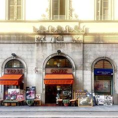 eccoci in via Verdi magari per un caffè! Scatto di : @a_signorina_in_milan #milanodavedere Milano da Vedere