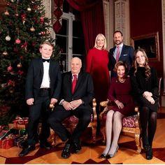 Norway Royal family Christmas card 2017. Prince Sverre Magnus, King Harald, Crown Princess Mette-Marit, Crown Prince Haakon, Queen Sonja and Princess Ingrid Alexandra