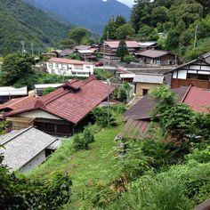 山梨県、赤沢   役場のある集落から道なりに2km、山の上の集落。伝統的建造物群保存地区。