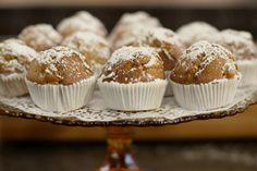 Jeroen geeft je een recept mee voor een simpele muffin met heerlijke appels van bij ons. De bruine suiker die in het beslag gaat, past perfect bij het fruit. En de appels karameliseert hij in wat ahornsiroop, of esdoornsiroop.