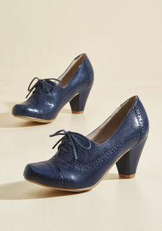 Rhythm and Views Oxford Heel. When folks peek down at the tappin toes clad in these Chelsea Crew mid heels, theyll find a feast for their eyes! #blue #modcloth
