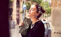 Cómo llevar las perlas en joyas y otros complementos sin parecer cursi Zara, Earrings, Jewelry, Fashion, Hair Ornaments, Wool Hats, Mini Bag, Pearl Studs, Ear Rings