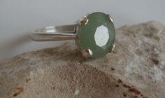 Facettierte Serpentine opak Edelstein in einer schönen weichen grünen. Silber Hallmarked Einstellung der Stein ist ca. 10 x 8 mm und kommt aus Afrika. Größe: M - 61/4 UK - US sehr ziemlich grün - Verschleiß gestapelt, mit anderen Ringe oder auf eigene Geschenk Box