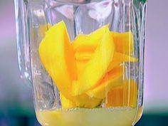 Mango Daiquiris recipe from Ina Garten via Food Network Frozen Mango Margarita, Mango Daiquiri, Mango Rum, Mango Lassi, Cocktail Drinks, Alcoholic Drinks, Margarita Recipes, Drink Recipes, Barefoot Contessa