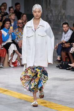 Marni Spring 2020 Ready-to-Wear Fashion Show - Vogue Jane Birkin, Vogue Paris, Fashion Week, Spring Fashion, Women's Fashion, Fashion Menswear, Fashion 2020, Autumn Fashion, Spring Summer