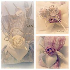 Bomboniere in filo di carta decorate con roselline e gessetto profumato a forma di cuore - Paper thread favors decorated with little roses and scented chalks
