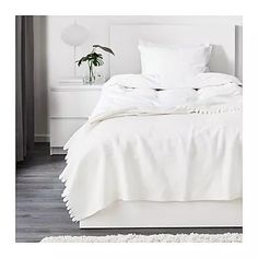 100 % polyester Comfort Soft Blankets And  throws White Color
