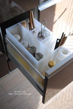 良品週間で購入した物シリーズ。今日はキッチンの収納についてです。コンロそばの引き出し。そこに入れているキッチンツール&液体調味料の収納を見直しまし...