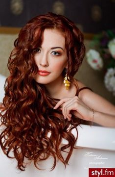 Red or Pink Hair Color Tones - Beautiful red, shiny curls - I& jealous . - Red or Pink Hair Color Tones – Beautiful red, shiny curls – I am jealous of this hair! Beautiful Red Hair, Beautiful Beautiful, Hair Color Pink, Hair Colors, Color Red, Auburn Hair, Grunge Hair, Great Hair, Ombre Hair