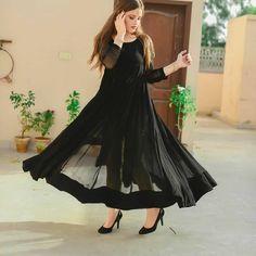 Beautiful Dress Designs, Beautiful Dresses, Indian Designer Outfits, Designer Dresses, Stylish Dresses, Fashion Dresses, Simple Pakistani Dresses, Bridal Dress Design, Frock Design