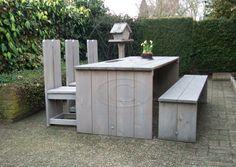 Steigerhout tafel met bank en drie stoelen