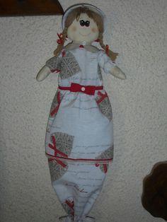 Bambola portasacchetti, il viso e' dipinto a mano. Lavoro eseguito su richiesta.