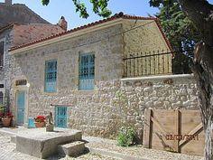 Das charaktervolle alte Haus in Stein griechischen Ägäis charmante Fischerdorf Ferienhaus in Izmir von @homeaway! #vacation #rental #travel #homeaway