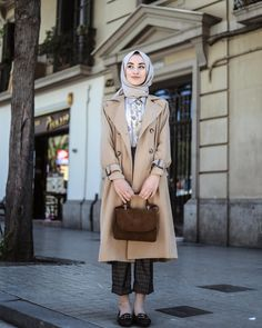 Nasıl da benim tonlarım😻 Trench ve pantolon 🧥 What are my tones @ Trench and Pants Nasıl Modest Dresses, Modest Outfits, Classy Outfits, Casual Dresses For Women, Clothes For Women, Muslim Fashion, Modest Fashion, Hijab Fashion, Fashion Outfits