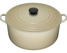 Le Creuset 9 quart round French oven