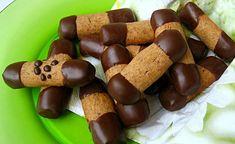 Oříškové tyčinky máčené v čokoládě