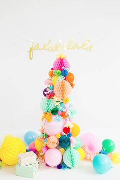 DIY Pom Pom Christmas Tree Idea by Sugar and Cloth and other unique Christmas Tree Decorating Ideas Modern Christmas Decor, Unique Christmas Trees, Alternative Christmas Tree, Noel Christmas, Christmas Fashion, All Things Christmas, Christmas Tree Decorations, Christmas Crafts, Holiday Tree
