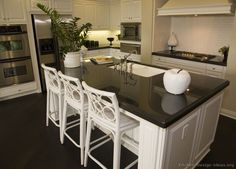 Traditional White Kitchen Cabinets #32 (Kitchen-Design-Ideas.org)