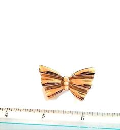 Simulated Pearl Gold Tone Bow Brooch / Pin #Unbranded