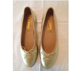 Tip: Chanel Flats (Gold)